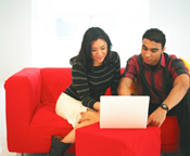 coupleoncomputer16472928.jpg